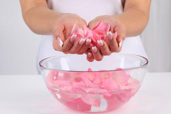Rozenwater – De nieuwe must-have. Mijn recept voor rozenwater
